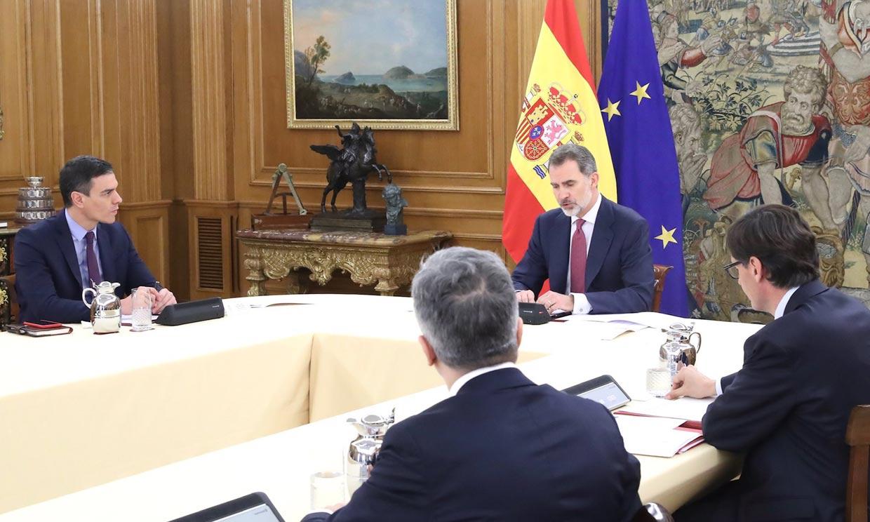Así ha sido la reunión de don Felipe con Pedro Sánchez y el comité de gestión de la crisis