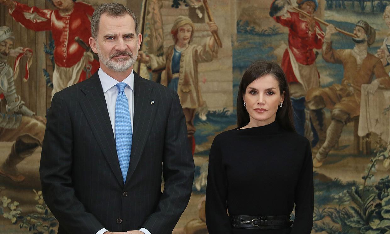 Don Felipe y doña Letizia, implicados en la crisis del coronavirus: conversan con varios hospitales
