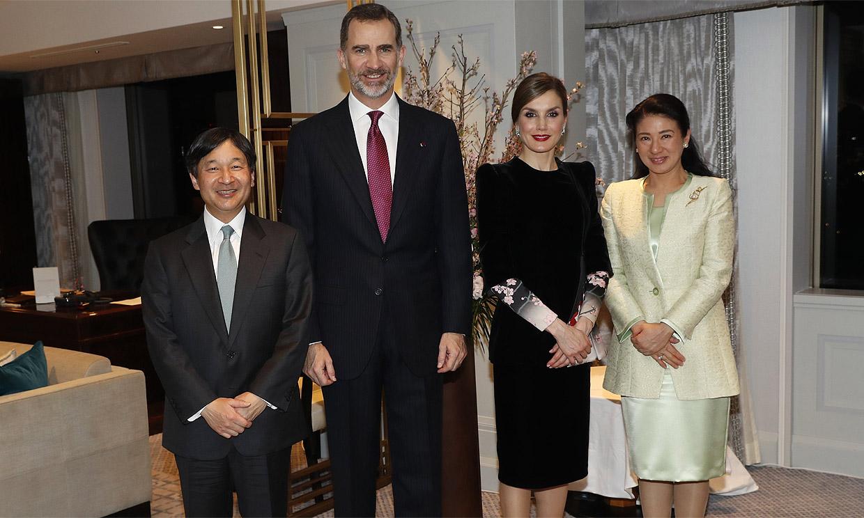 Don Felipe conversa con Naruhito de Japón sobre la respuesta de ambos países a la pandemia