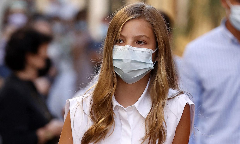 La infanta Sofía visita Petra con muleta y vendaje, ¿qué le ha pasado?