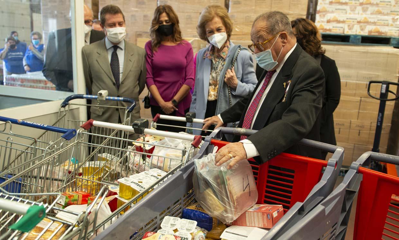 El reconocimiento que ha recibido doña Sofía en su visita al Banco de Alimentos de Ciudad Real