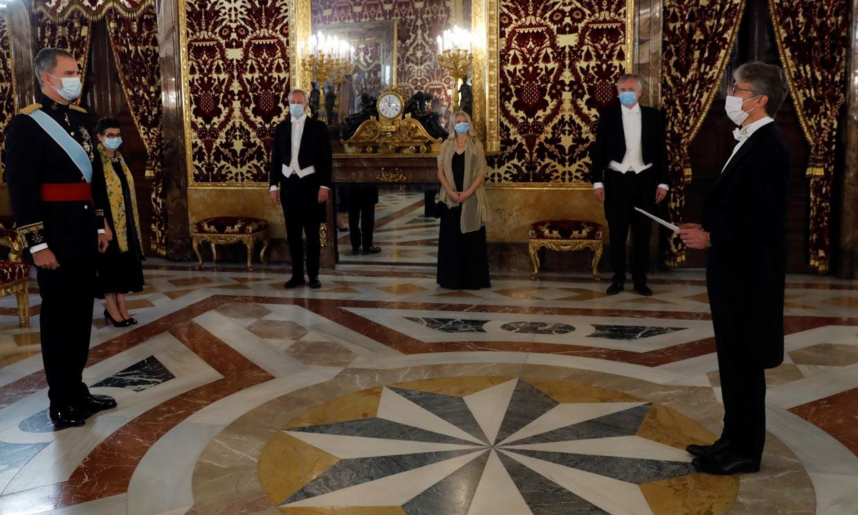 Los nuevos embajadores se encuentran con don Felipe en una ceremonia vigente desde el siglo XVIII