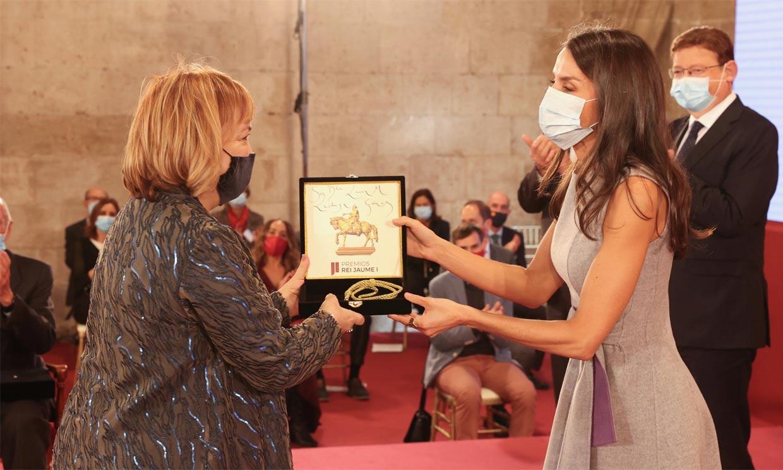 Doña Letizia preside los premios Jaume I con pequeño susto incluido