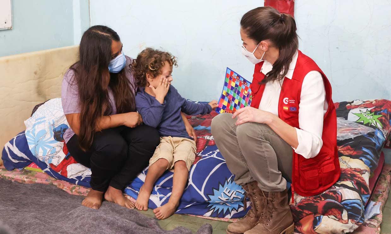 Doña Letizia, confidente en Honduras: los afectados comparten con ella sus miedos y vivencias