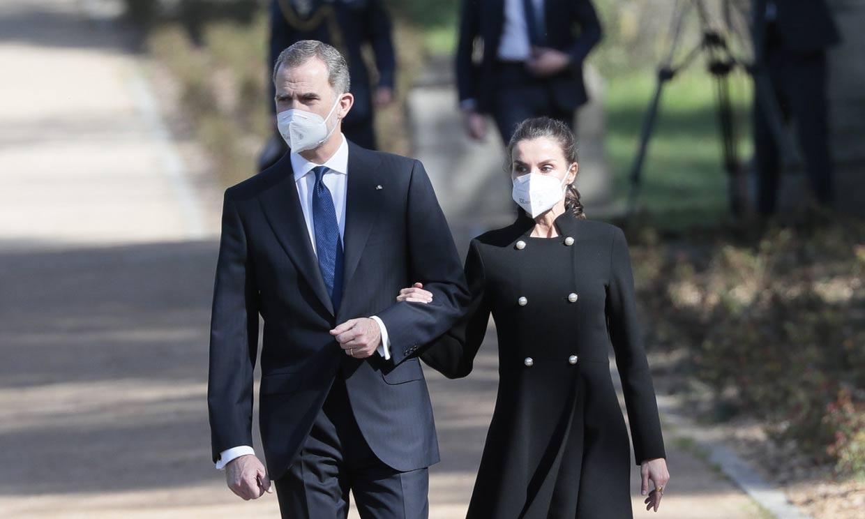 Los reyes Felipe y Letizia rinden homenaje a las víctimas del terrorismo diecisiete años después del 11-M