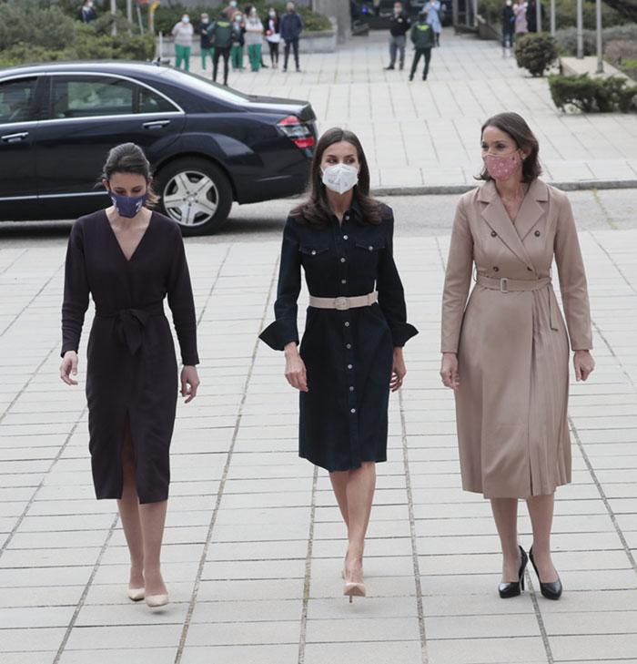 Reina Letizia con la ministra de Igualdad y la ministra de Industria