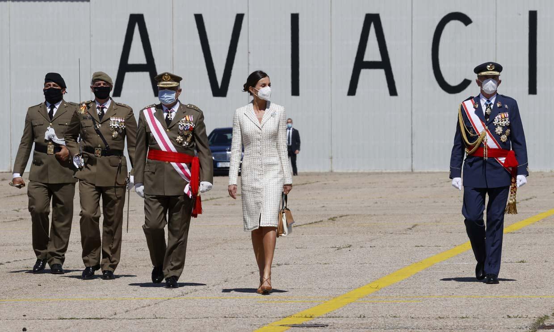 Doña Letizia preside un acto castrense en solitario en la Academia de Aviación del Ejército de Tierra