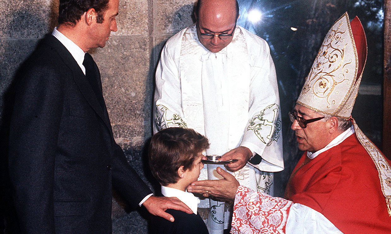 Así fue la confirmación de don Felipe, junto a sus hermanas, 43 años antes que la de su hija