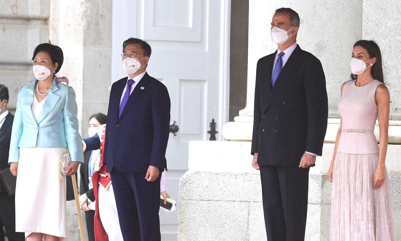 Los Reyes reciben al presidente surcoreano y su esposa en la primera visita de Estado tras la pandemia