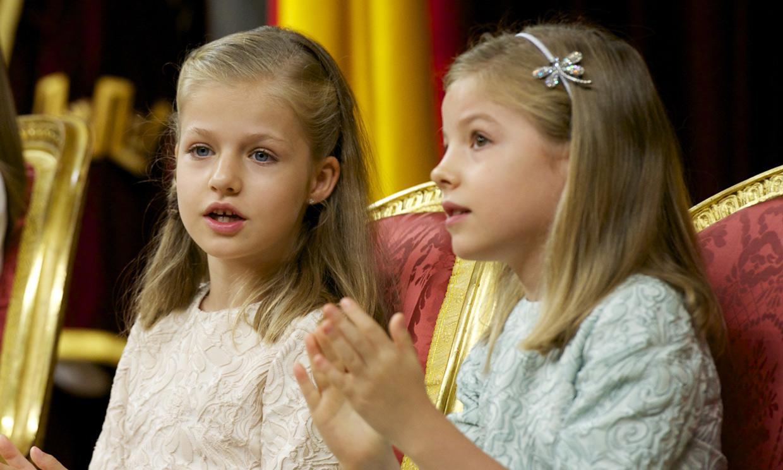 Leonor y Sofía, de la timidez y curiosidad en la proclamación de su padre a la madurez de dos adolescentes