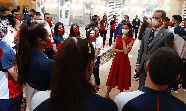 Don Felipe y doña Letizia desean suerte a la delegación española antes de las Olimpiadas: 'Nos hace ilusión animaros'