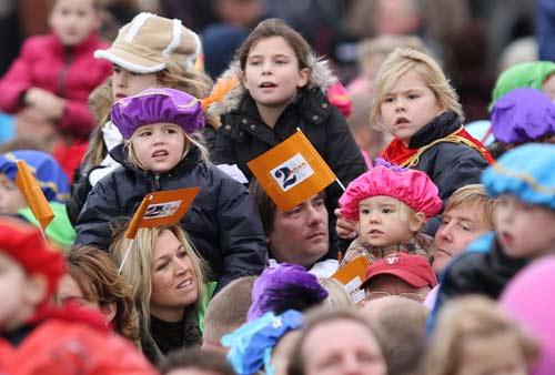 Las princesas Amalia, Alexia y Ariane de Holanda dan la bienvenida a San Nicolás