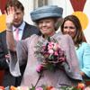 La Familia Real holandesa festeja el 'Día de la Reina' bajo la lluvia y sin olvidar a las víctimas de Apeldoorn