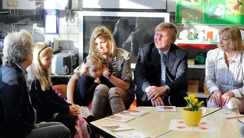Los príncipes Guillermo y Máxima acompañan a su hija menor, Ariane, en su primer día de colegio
