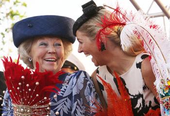 La complicidad de la reina Beatriz y la princesa Máxima en su visita oficial al Caribe