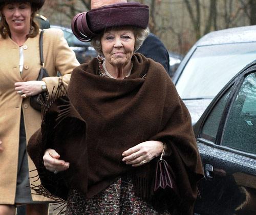 La preocupación y la tristeza tiñen el primer acto público de la reina Beatriz de Holanda tras el accidente del príncipe Friso
