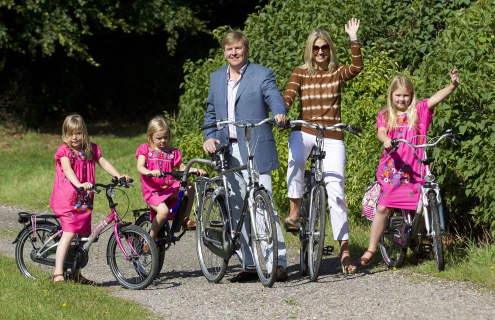 Los príncipes de Orange dan la bienvenida a las vacaciones de verano con unas divertidas imágenes junto a sus hijas