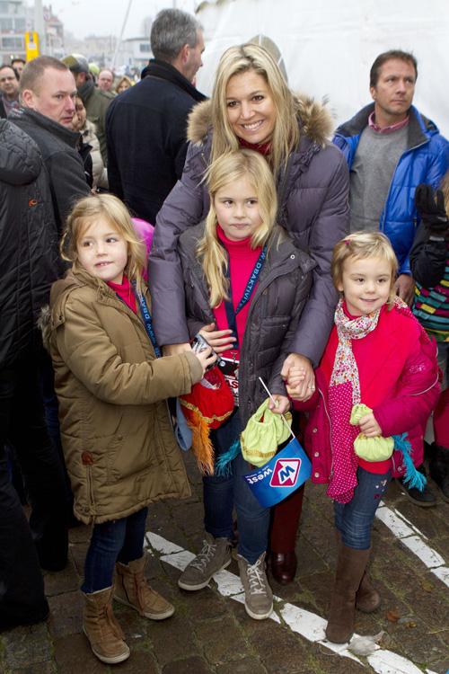 Las princesas Amalia, Alexia y Ariane de Holanda van a ver a San Nicolás