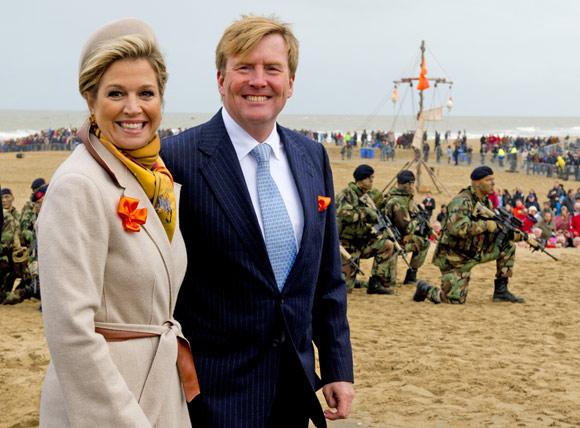 Un desembarco, una noche de teatro, emotivos discursos... los Reyes de Holanda celebran el bicentenario de los Países Bajos