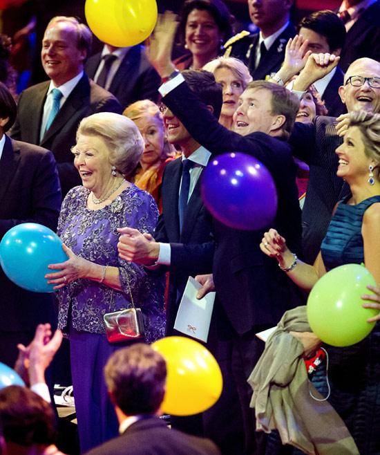 Una gran fiesta y su familia, las claves de la felicidad de Beatriz de Holanda