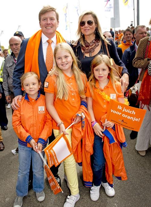 Los Reyes de Holanda y sus hijas 'sufren' con sus deportistas