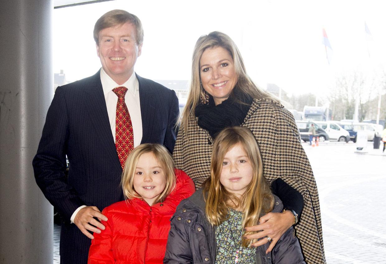 La emoción, la diversión y los gestos de cariño de los Reyes de Holanda y sus hijas en un concurso hípico