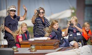 Máxima de Holanda dice adiós a las vacaciones navegando con sus pequeñas marineras