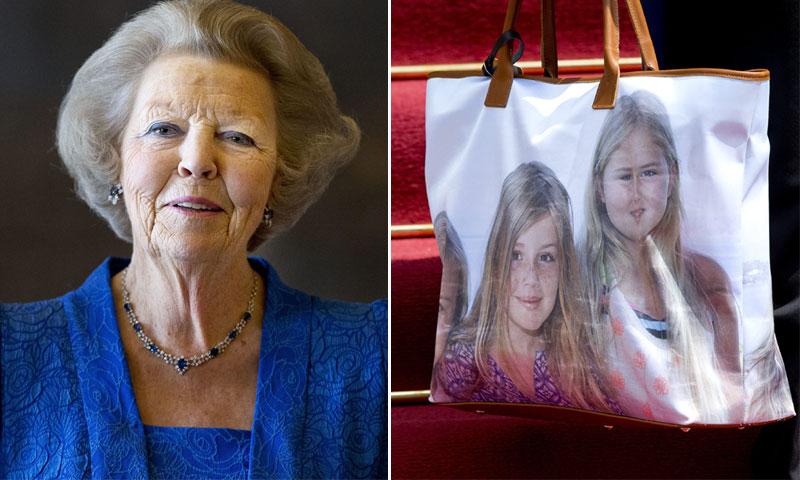 Beatriz de Holanda lleva a sus nietas en el bolso igual que la reina Sofía