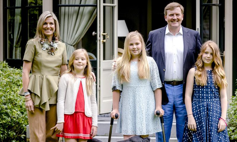 Máxima de Holanda y su hija, la princesa Amalia, protagonistas del posado de verano tras su accidentada semana