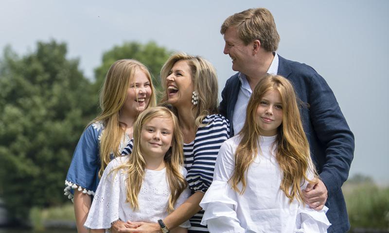 Los Reyes de Holanda muestran lo mucho que han crecido sus 'princesas'