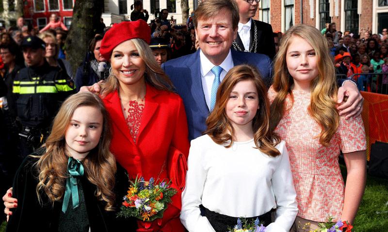 Los Reyes de Holanda y sus tres hijas desconectan a ritmo de Beyoncé