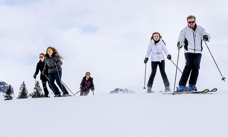¡Los 'Reyes' de la pista! La destreza de Máxima y Guillermo de Holanda esquiando con sus hijas