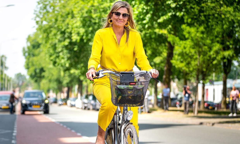 ¡Al museo en bicicleta! Máxima de Holanda vuelve a demostrarnos por qué es una reina 'eco'