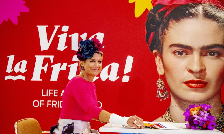 ¡A todo color! Máxima de los Países Bajos se sumerge en el mundo de Frida Kahlo