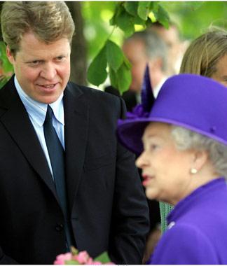 La Reina de Inglaterra emociona al mundo con un personal y emotivo recuerdo a Diana
