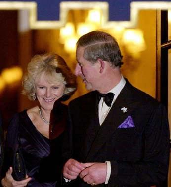 El príncipe Carlos y Camilla Parker-Bowles anuncian su boda