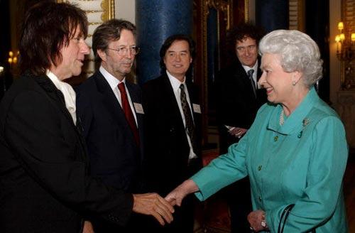 El príncipe Carlos teme que su boda con Camilla le impida reinar