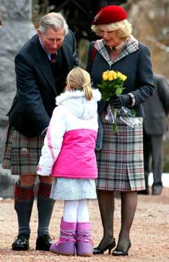 Carlos y Camilla, muy conjuntados un año después de su boda