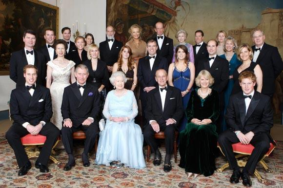El príncipe Carlos de Inglaterra agasaja a sus padres con una cena por sus bodas de diamante