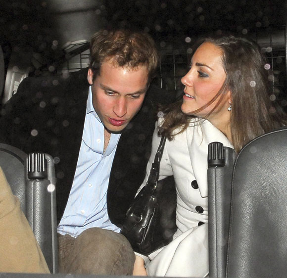 La reina Isabel, entusiasmada con la nueva videoconsola de su nieto Guillermo