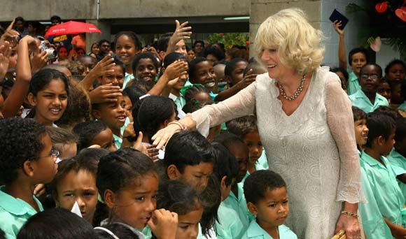 El príncipe Carlos y Camilla estrechan lazos con el Caribe