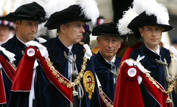 Kate Middleton acompaña a la Familia Real inglesa en la investidura del príncipe Guillermo como caballero de la Orden de la Jarretera