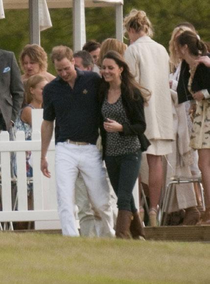 El príncipe Guillermo y Kate Middleton, abiertamente cariñosos en el polo