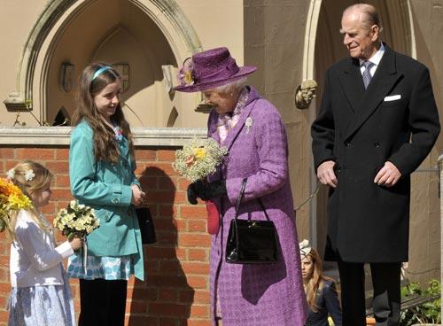 Beatriz y Eugenia de York llenan los vacíos en el tradicional servicio de Pascua