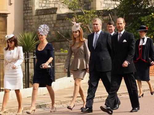 La Familia Real británica asiste a la Misa de Pascua días antes de la boda del príncipe Guillermo y Catherine Middleton