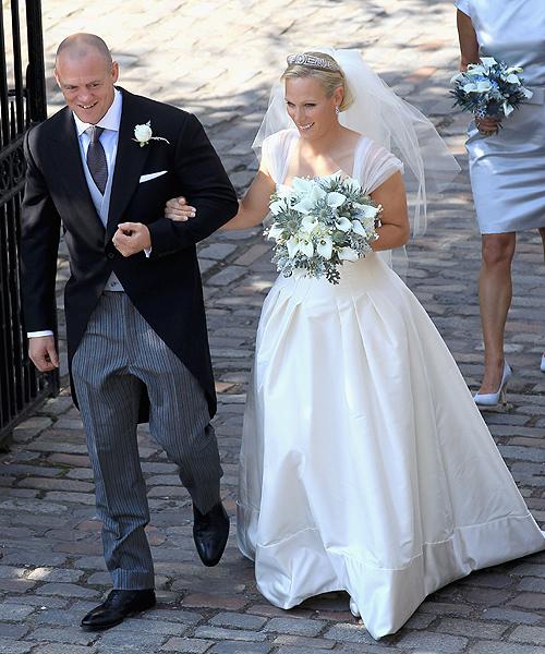 Mike y Zara abadonan la iglesia de Canongate ya convertidos en marido y mujer