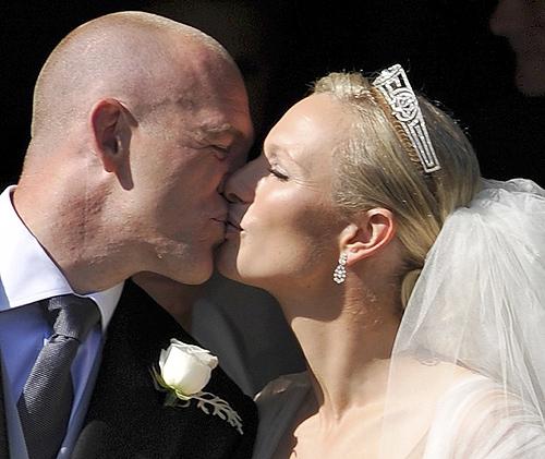 El esperado beso de los recién casados