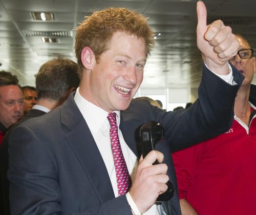El príncipe Harry se convierte en 'broker solidario' por un día y bate récord