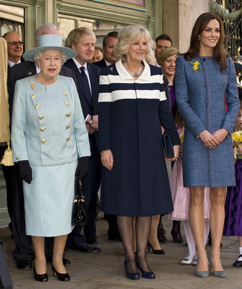 25 años más tarde, la imagen se repite con distintas damas de la Familia Real británica
