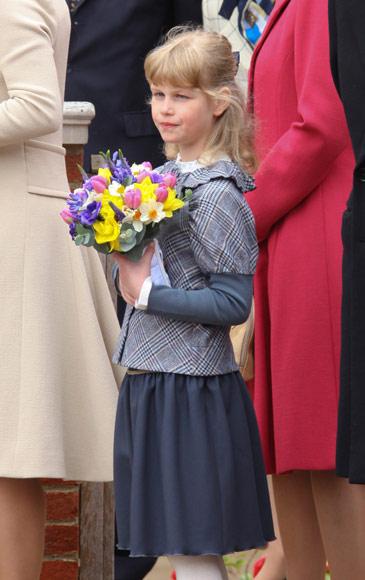 Las nietas de la reina Isabel centran la atención en el tradicional servicio de Semana Santa